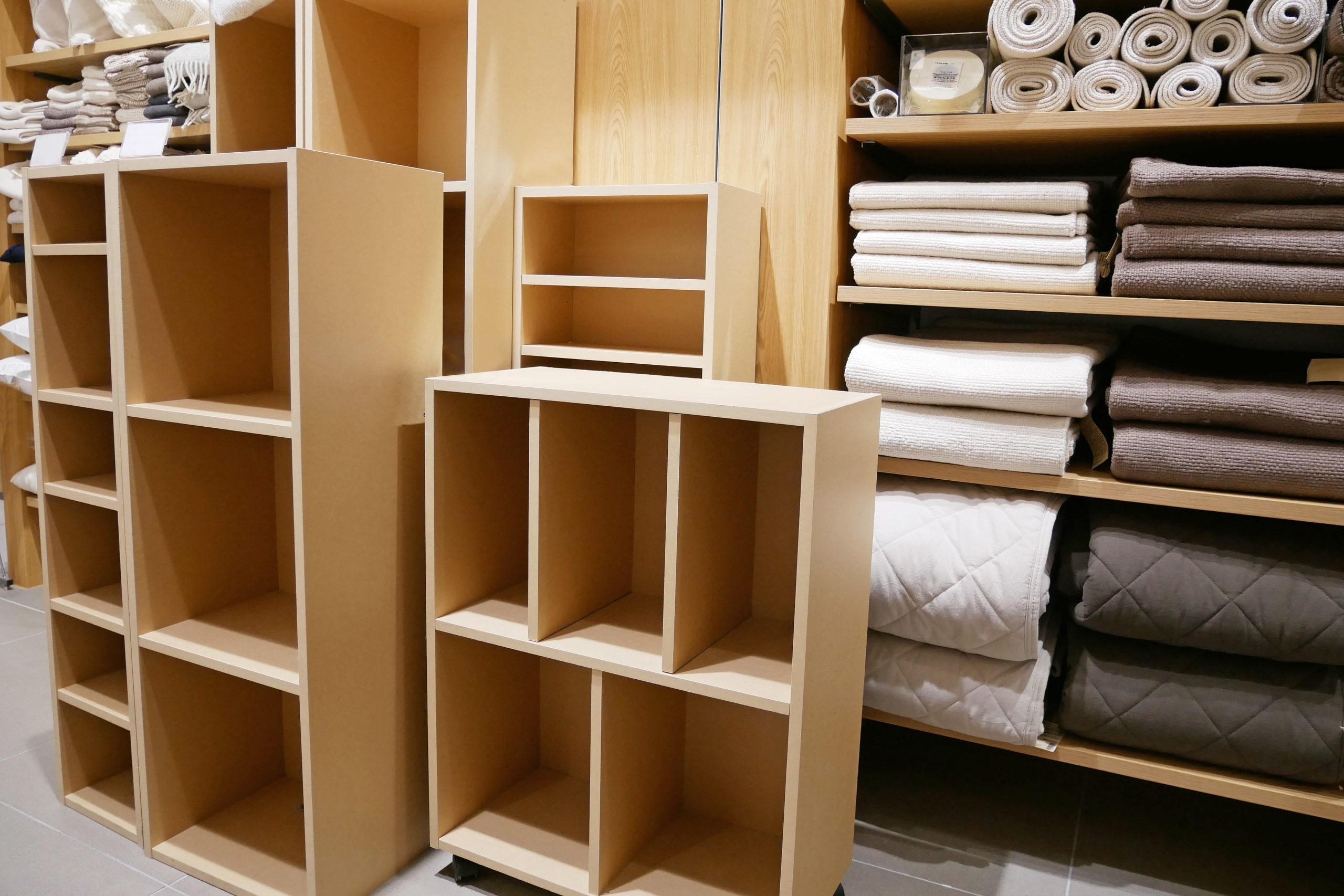 シンプルな棚